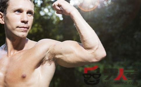 男人锻炼胸肌 完美身材这样锻炼出来
