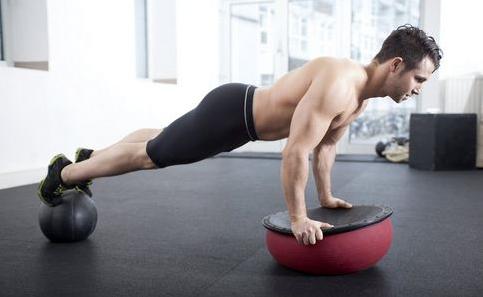 男人们想要身体上有肌肉该怎么锻炼 哪些方法可以快速的增长肌肉呢