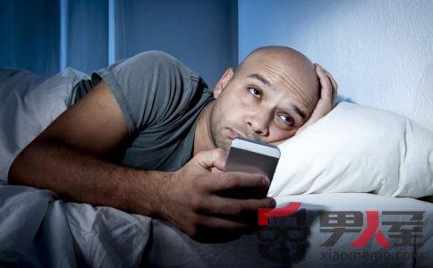 男人晚睡伤皮肤 晚睡要多喝水